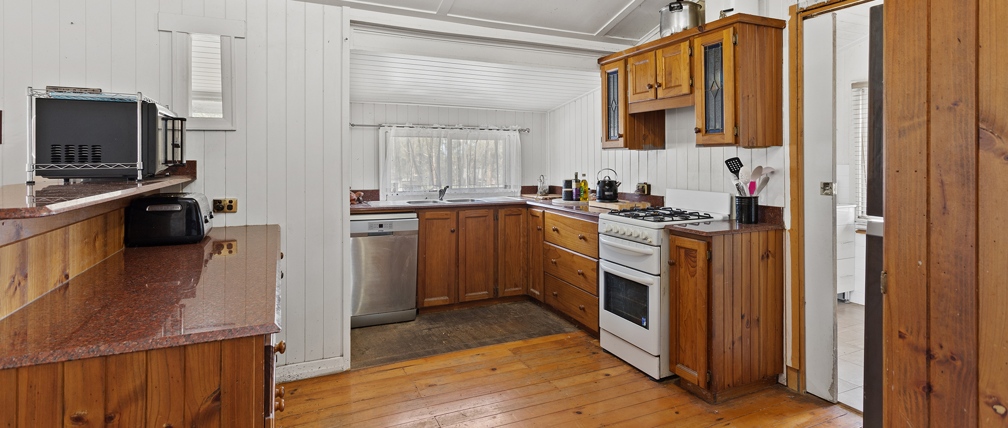Charming & Characteristic Queenslander on 2.5 Acres